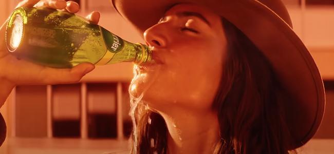 Avant d'absorber cet tourdissant spot Perrier, buvez un coup de…