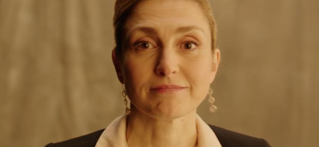 Regardez-la «bien», Julie Gayet qui oeuvre pour la Fondation des…