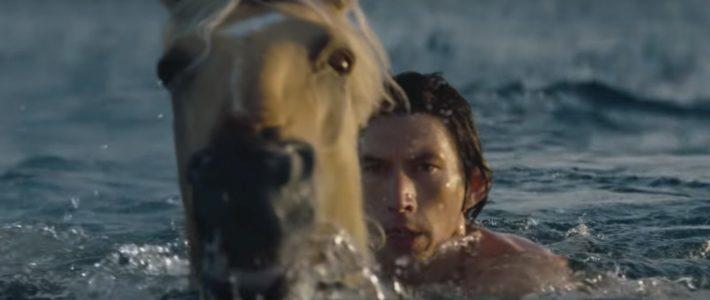 Adam Driver se tranforme en centaure pour Burberry (et casse Internet)