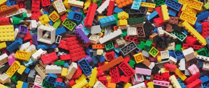 LEGO fait du pied aux adultes